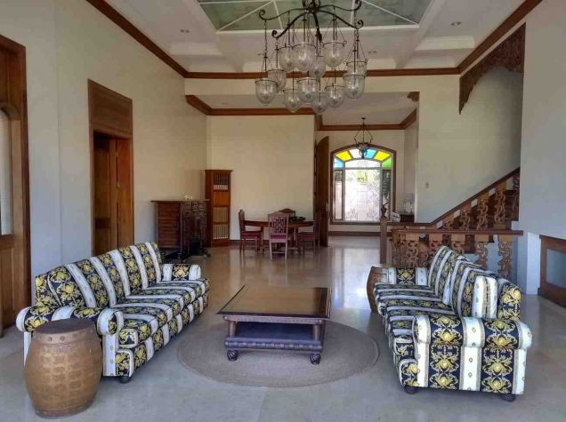 5 Bedroom House for Rent with Swimming Pool in Maria Luisa Estate Park - 2