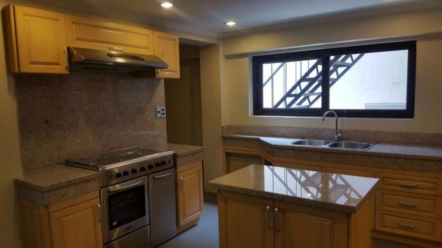 5 bedroom house in Maria Luisa - 3