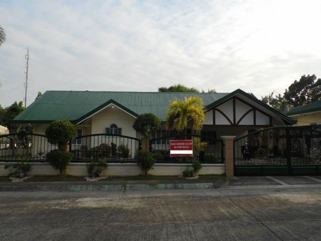 (3)Three Bedroom Furnished House and Lot For Rent - 3