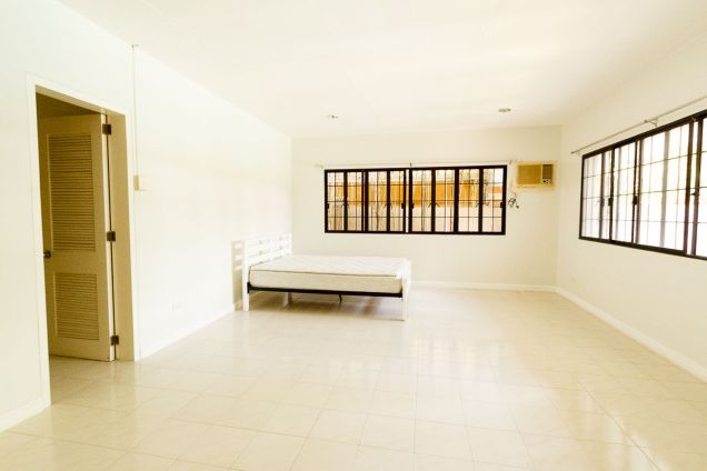 Spacious 4 Bedroom House with Swimming Pool for Rent in North Town Homes - 7