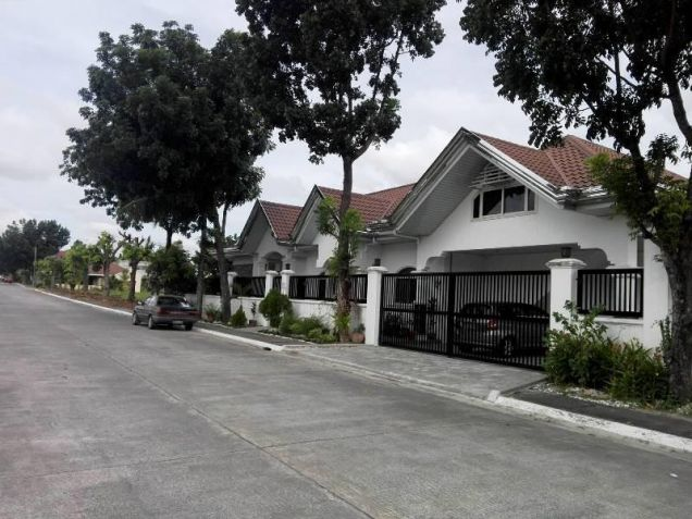 4 Bedroom Furnished house and lot for rent with pool near Nlex - 0