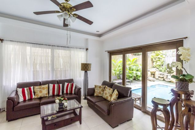 4 Bedroom House with Swimming Pool for Rent in Maria Luisa Park - 0