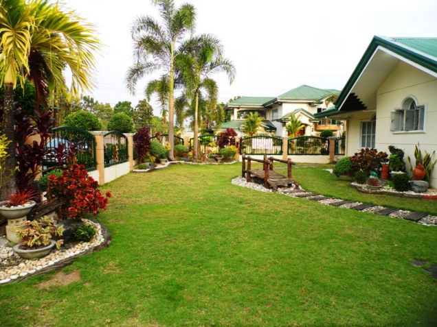 W/Huge Yard  Corner Lot House & Lot For Rent In Friendship Angeles City - 1