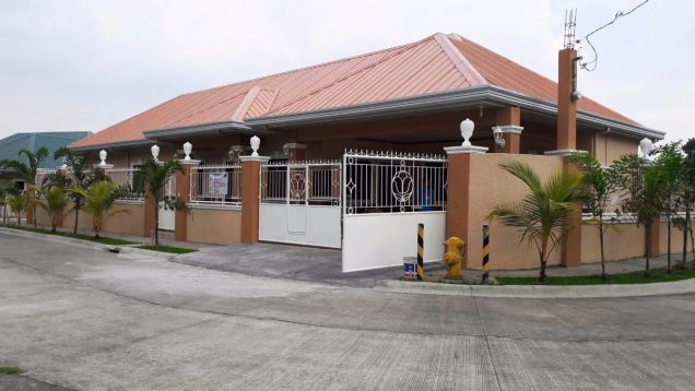 Bungalow House for rent with 3 bedrooms in Friendship very near to Clark - 0