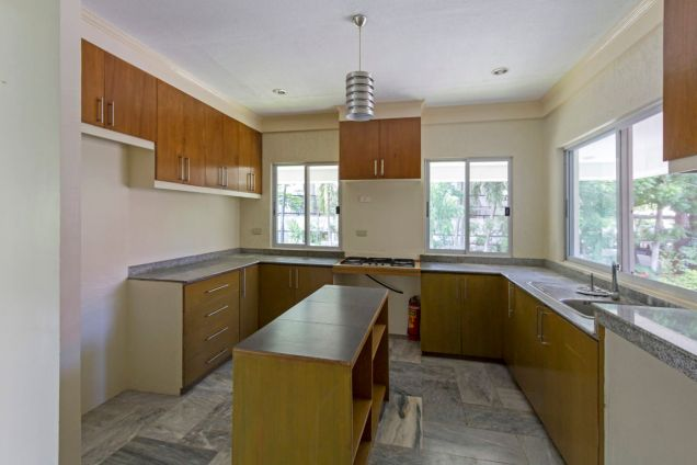 Semi-Furnished Spacious House for Rent in Maria Luisa Park - 8