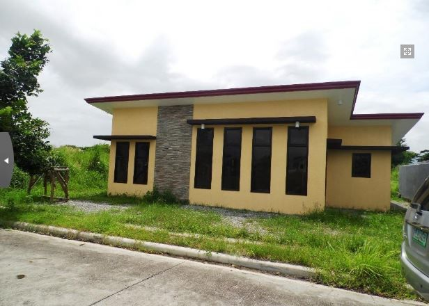 This Bungalow House with Spacious Living room at P 25,000 - 0