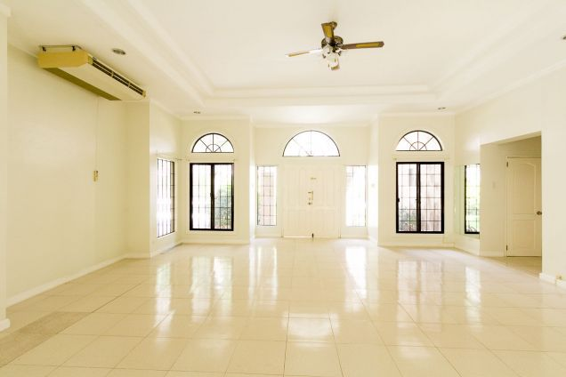 Spacious 4 Bedroom House with Swimming Pool for Rent in North Town Homes - 3
