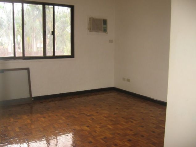 5-Bedroom House in Banilad with Swimming Pool Semi Furnished - 3