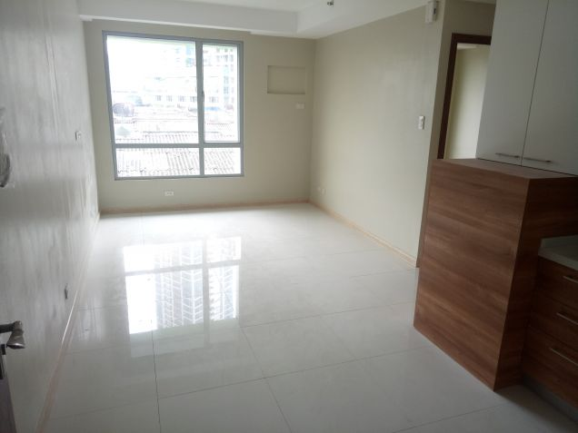 Very Convenient 2 Bedroom Condo Unit near at Shangrila Hotel at Mandaluyong City - 9