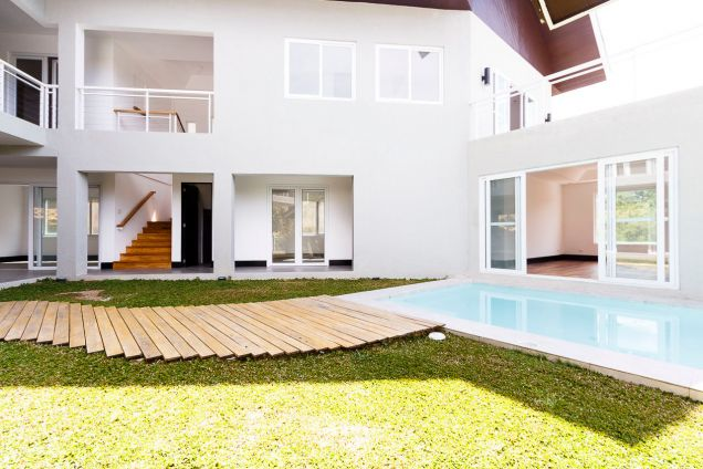 New Spacious 4 Bedroom House with Swimming Pool for Rent in Maria Luisa Park - 1