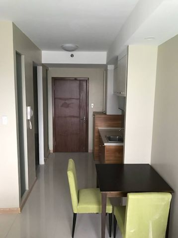 Affordable Studio condo unit near Cybergate, Shangrila and SM Megamall - 4