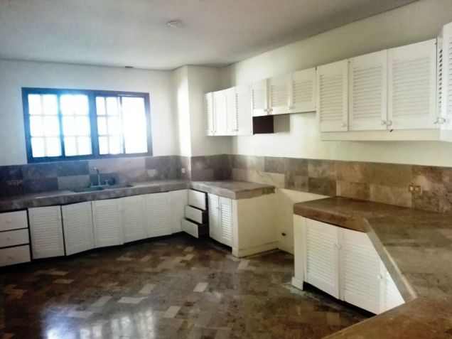 550sqm Bungalow House & lot for rent in Frienship,Angeles City - 2