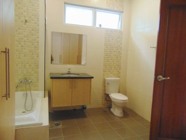 House for Rent in Banilad, Cebu City 4-Bedrooms unfurnished with air-condition units - 8