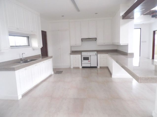 4 Bedroom House with Swimming pool for rent - 100K - 4