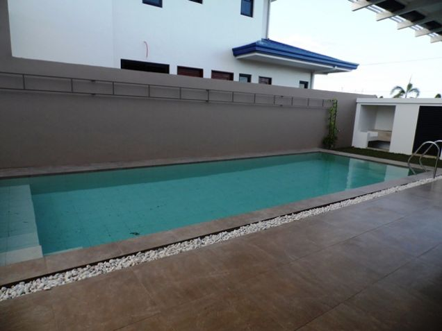 Spacious Bungalow House with Swimming Pool For rent -90K - 4