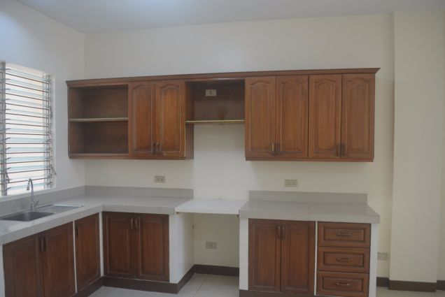 Corner townhouse unfurnished with 3 bdrms near UP and Jy square P28K - 2