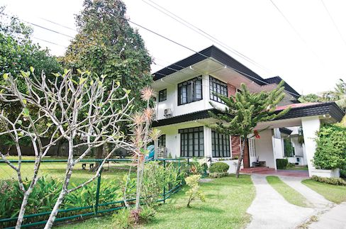 House for rent in Cebu City, Gated close to I.t Park with 600 sq. m lawn nice house - 0