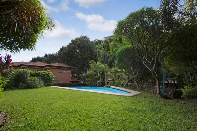 Spacious 3 Bedroom House with Swimming Pool for Rent in Maria Luisa Park - 2