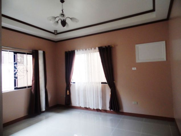 Furnished Bungalow House & Lot for rent Along Friendship Highway in Angeles City near Clark - 3