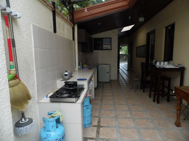 Spacious Bungalow House with swimming pool for rent - P75K - 4