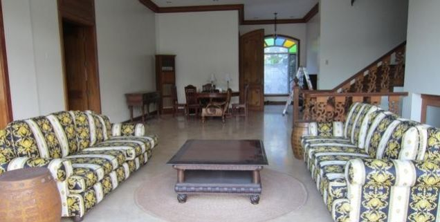 For Rent Five Bedrooms House with Pool in Maria Luisa Estate Park - 0