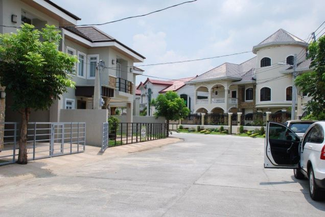 Furnished townhouse with 3BR for rent in Angeles City - 49.5k - 3