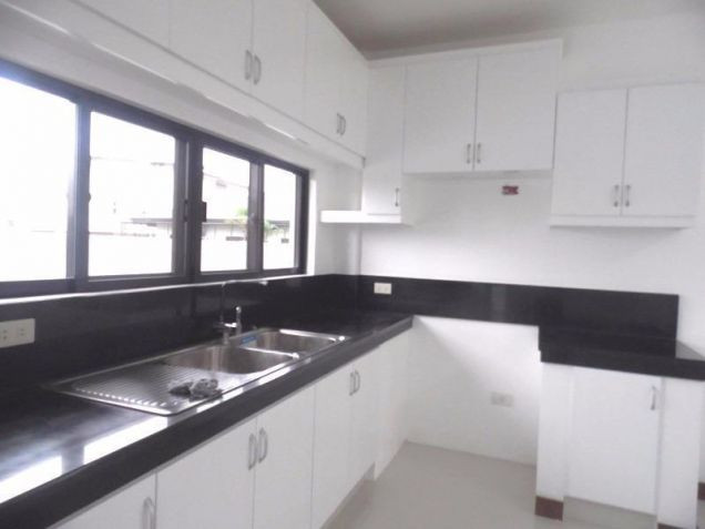 Semi furnished house and lot for rent in Angeles with 3BR - 80K - 6