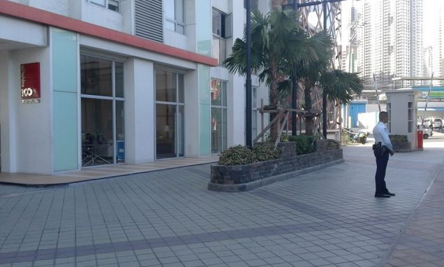 Furnished and Very affordable Studio condo unit near Boni Mrt Station and Cybergate. - 7