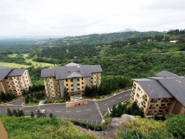 Tagaytay Highlands: Php 28,051,000 Mahogany (Woodridge Place Condominium) Floor Area: 212.24 sqm, - 5