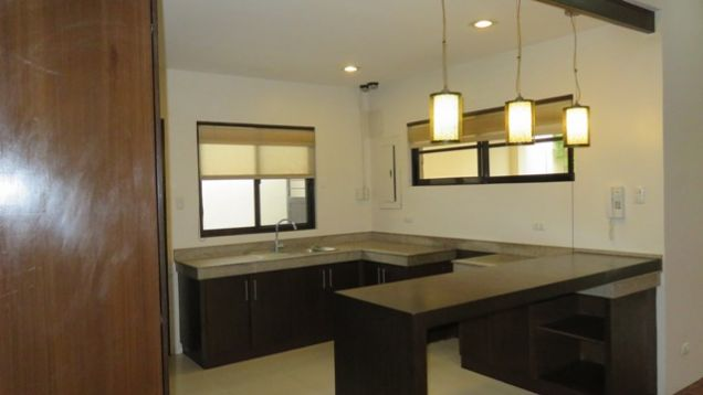 Bungalow House and Lot for rent in Lahug - 1