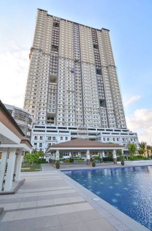 2 bedroom with 2bathroom Rizal for sale in Quezon City facing Makati Skyline - 2