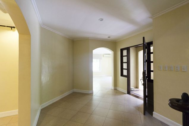 3 Bedroom House for Rent in Maria Luisa Park - 4