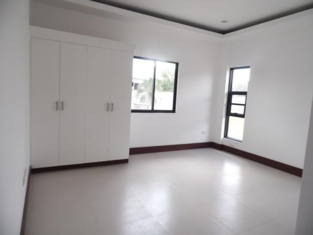4Bedroom House & Lot For Rent In Hensonville Angeles City... - 4