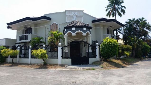 5 Bedroom house near Robinson Balibago - 70K - 0