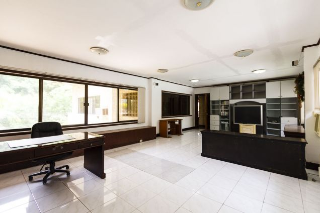 5 Bedroom House with Swimming Pool for Rent in Maria Luisa Park - 4