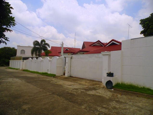 House and Lot for rent with 5BR and Swimming pool - 90K - 7