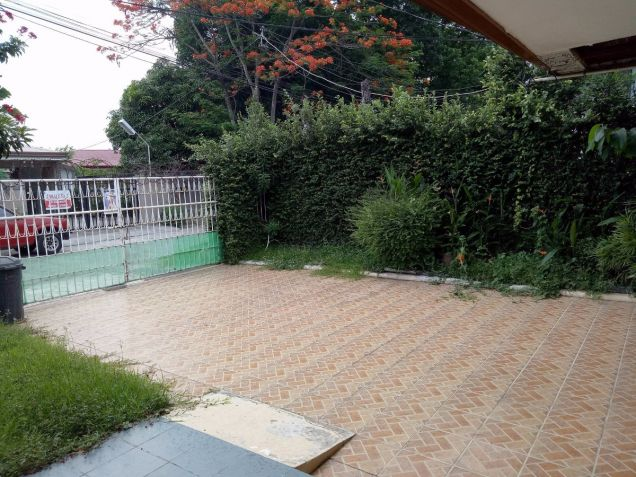 Bungalow Type with 4 Bedroom House and Lot for Rent in Cutcut Angeles City - 1
