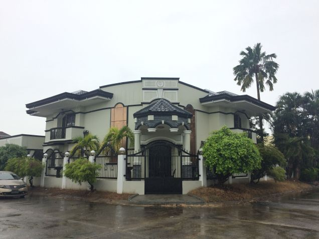 5 Bedroom House and Lot for Rent in a Secured Subdivision - 0