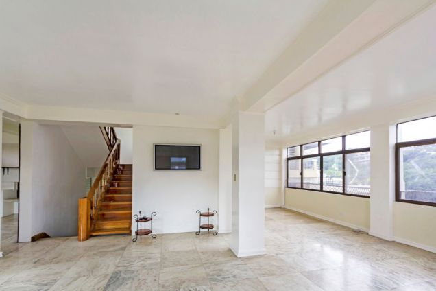 5 Bedroom Spacious House for Rent in Maria Luisa Park - 2
