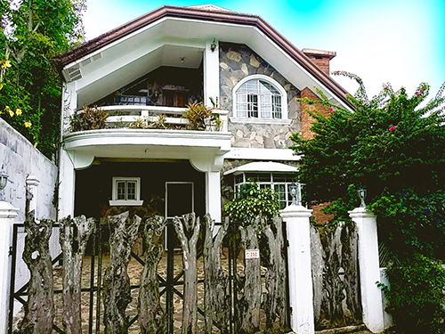 For Rent 4 Bedroom Rustic Villa With Pool in Tagaytay - 0