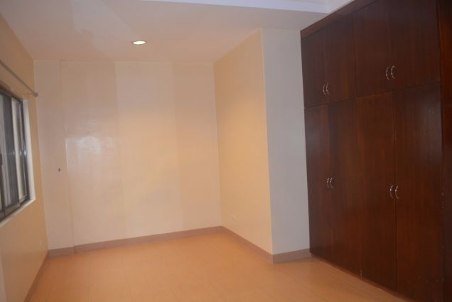 Lahug townhouse with 3 bedrooms unfurnished inside gemsville P27K - 9