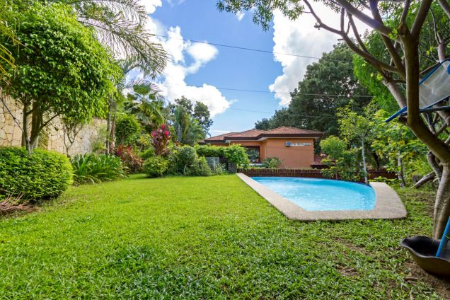 Spacious 3 Bedroom House with Swimming Pool for Rent in Maria Luisa Park - 1