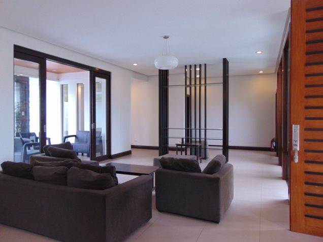 4 Bedrooms Nice House with Swimming Pool for Rent in Banilad, Cebu City - 3