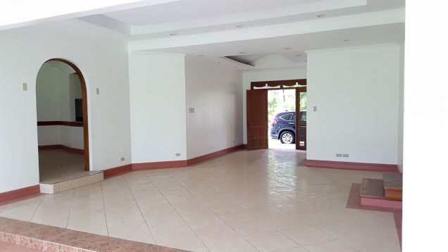 Spacious 4 Bedroom House for Rent in Cebu City Banilad - 8