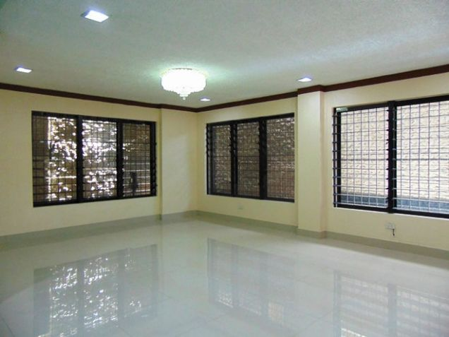 House for Rent 5 Bedrooms in Mabolo, Cebu City - 2