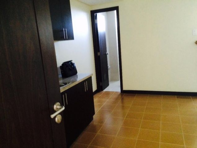 2 Bedrooms Rent To Own Condo in Makati Low Downpayment at San Lorenzo Place - 4