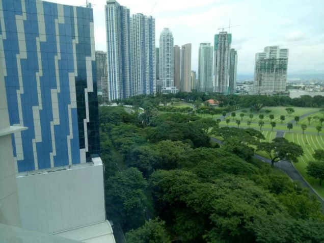 FOR SALE 2 BR in Fifth Avenue , BGC,Taguig City - 9