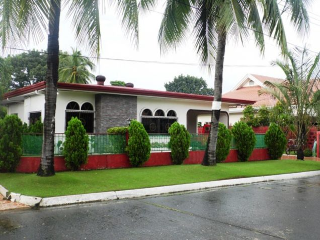 Fully Furnished Bungalow House FOR RENT near SM Clark - @40K - 5