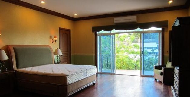 For Rent Five Bedrooms House with Pool in Maria Luisa Estate Park - 8