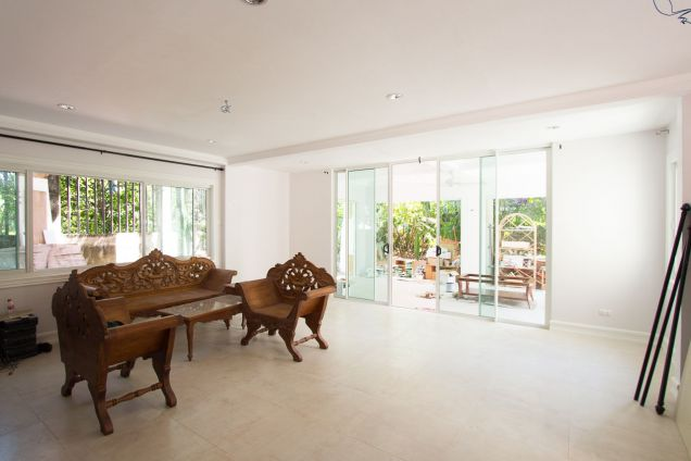 Spacious Renovated 4 Bedroom House for Rent in Maria Luisa Estate Park - 0